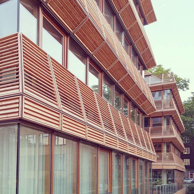 #düsseldorf #duesseldorf #Architecture #corner #facade #wood #glass #sky #fassade #fassaden