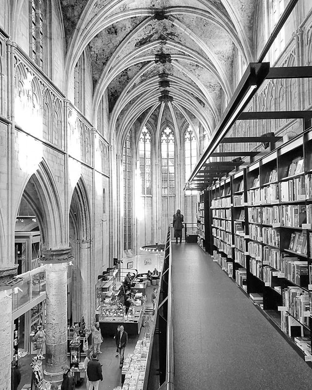 How to turn a 700 year old church into a living vibrant bookstore and cafe....#architecture #church #gothic #maastricht