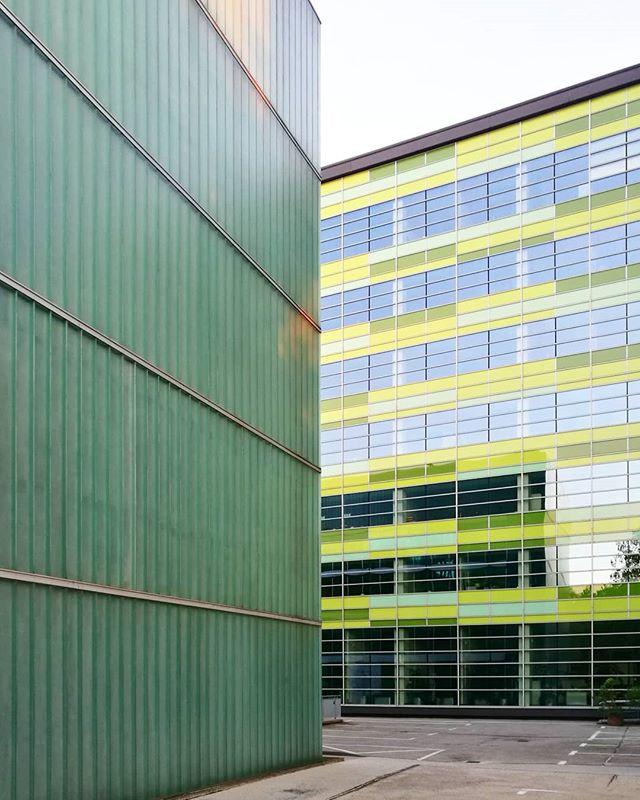 Shades of green II#architecture #architektur #fassade #facades #Dortmund #doüberrascht #0231 #ig_nrw #nrw #germany #deinnrw #ig_deutschland #ruhrpott #ruhrgebiet #ig_germany #aktuellestunde #picoftheday #architecture #nature #photography #instagood #igersgermany #nrwinbildern